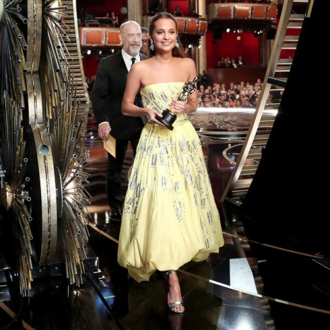 square-1456755868-hbz-oscars-backstage-alicia-vikander-index