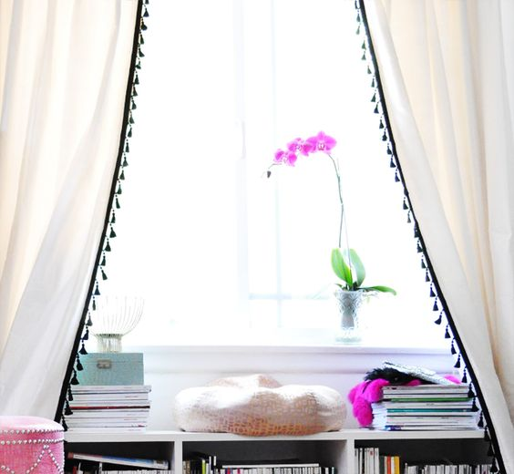 drapes-with-tassles-inspired-room